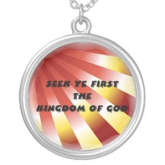 Busque a YE primero el reino del collar de dios