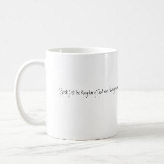 Busque primero taza básica blanca