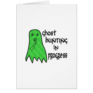 Búsqueda del fantasma en curso - color de fondo de tarjeta de felicitación