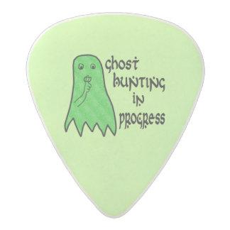Búsqueda del fantasma en curso - fondo verde plectro de acetal