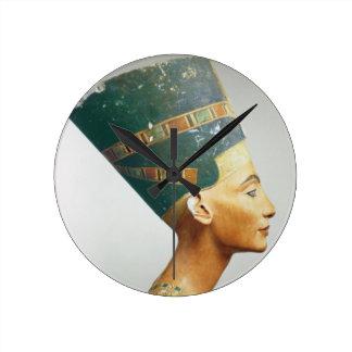 Busto de la reina Nefertiti, vista lateral, del st Reloj Redondo Mediano