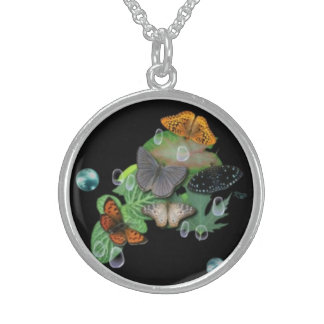 Butterfly on leaf with raindrops and pearl collares de plata esterlina