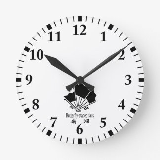 Butterfly-shaped fans round clock