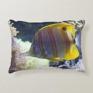 Butterflyfish amarillos y blancos de Copperband