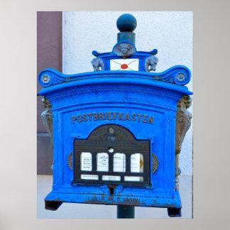 buzón azul de oficina de correo a Hauswand, Poster