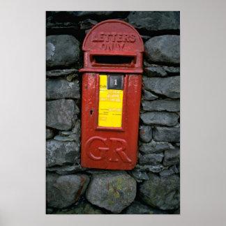 Buzón de correos montado en la pared poster