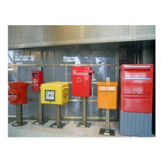 Buzones de alrededor del mundo tarjetas postales
