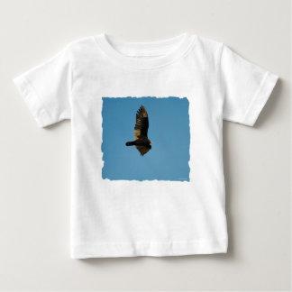 Buzzard in Flight 2 Tshirts