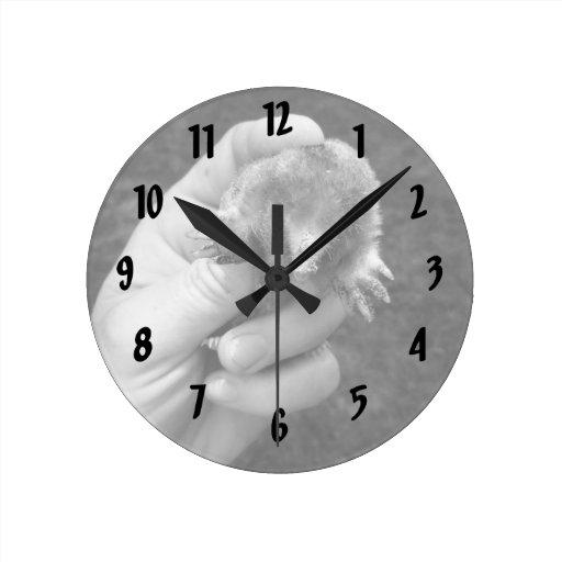 bw disponible del topo contra grass.jpg reloj redondo mediano