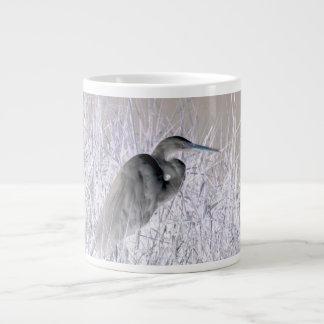 bw invertido del egret frecuentado taza grande