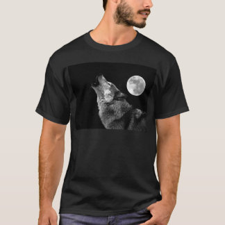 BW Wolf Howling at Moon T-Shirt