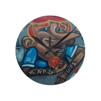 By the face reloj de pared