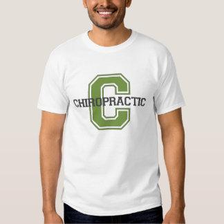 C está para la camiseta de la quiropráctica polera