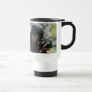 CA femenina en camuflaje Tazas De Café