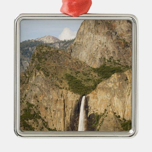 CA, Yosemite NP, caídas de Bridalveil Adorno Navideño Cuadrado De Metal