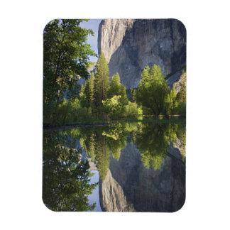 CA Yosemite NP EL Capitan reflejó en Merced Iman De Vinilo