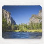 CA, Yosemite NP, opinión del valle con el EL Capit Mousepad
