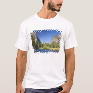 CA, Yosemite NP, Valley view with El Capitan, T-Shirt