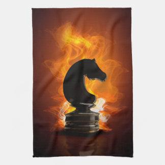 Caballero del ajedrez en llamas toallas de cocina