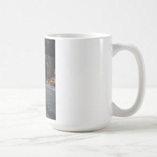 Caballero en Nueva York Tazas De Café