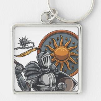 Caballero medieval con el escudo y el macis llavero cuadrado plateado
