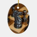 Caballero negro adorno ovalado de cerámica