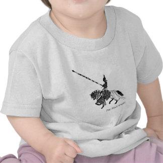 Caballero negro con el caballo acorazado de los camiseta