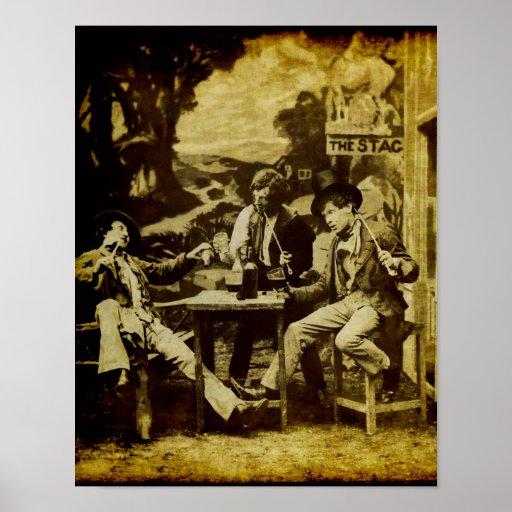 Caballeros que beben la cerveza en el vintage de l posters