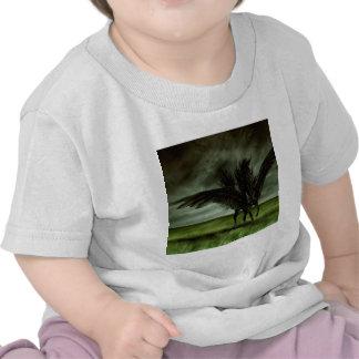 Caballo abstracto Pegassus de los diablos de la fa Camisetas
