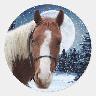Caballo americano de la pintura del invierno pegatina redonda