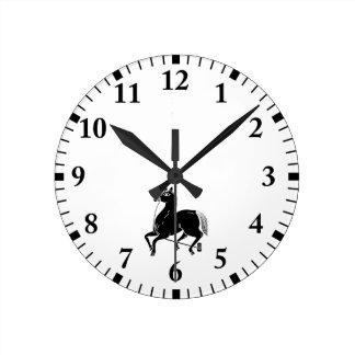 Caballo atado del campeón reloj redondo mediano