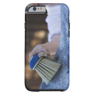caballo blanco de cepillado de la chica joven funda resistente iPhone 6
