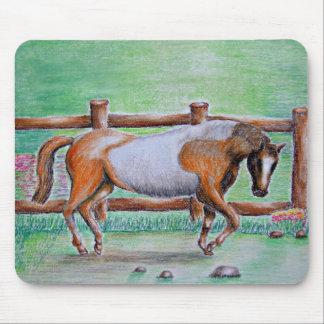 caballo blanco marrón tapete de ratón