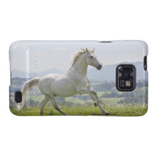 caballo blanco que corre en prado galaxy s2 funda