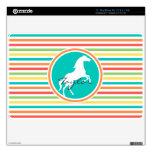 Caballo blanco; Rayas brillantes del arco iris Calcomanías Para El MacBook