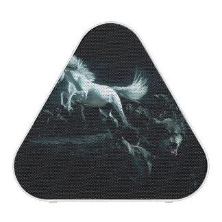 Caballo blanco y el ataque de lobos salvajes altavoz