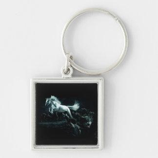Caballo blanco y el ataque de lobos salvajes llavero cuadrado plateado