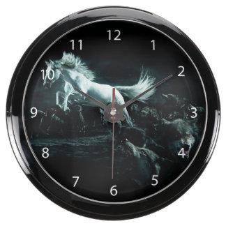 Caballo blanco y el ataque de lobos salvajes relojes aqua clock