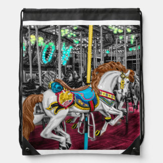 Caballo colorido del carrusel en el carnaval mochila