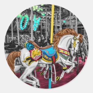 Caballo colorido del carrusel en el carnaval pegatina redonda