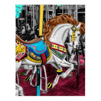 Caballo colorido del carrusel en el carnaval postales