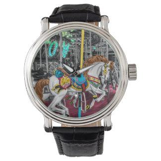 Caballo colorido del carrusel en el carnaval reloj
