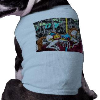 Caballo colorido del carrusel en el carnaval playera sin mangas para perro