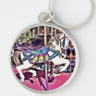 Caballo colorido del carrusel en los regalos de la llavero redondo plateado