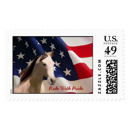 Caballo con franqueo de la bandera americana