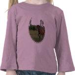 Caballo de bahía en la camiseta del niño