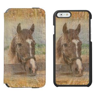 Caballo de Brown con el halter en la madera vieja Funda Cartera Para iPhone 6 Watson