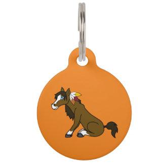 Caballo de Brown de la acción de gracias con las Placas De Mascota