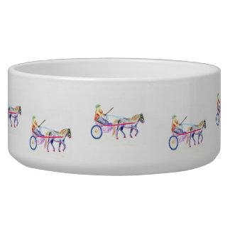 Caballo de carro en el pastel coloreado del creyón tazones para perro