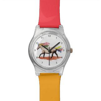 Caballo de la fantasía, melena del arco iris y col relojes de pulsera